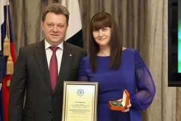 Жена мэра Томска Ивана Кляйна перед обыском выбросила из окна в подушке карты с 1,3 миллиардами