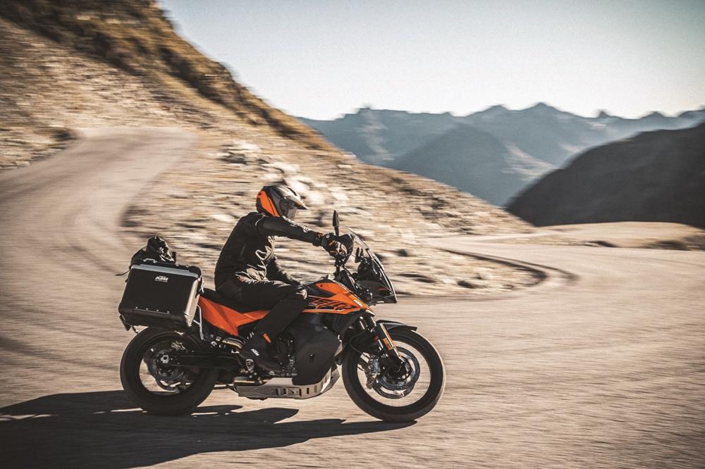 Базовую модель KTM 890 Adventure представили