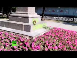 В Харькове вандалы разрисовали памятник Пушкину в день 215-летия со дня рождения поэта