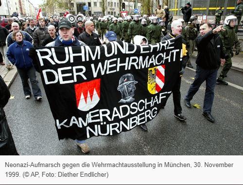 Протест неонацистов в городе Мюнхен против выставки «Война на уничтожение». Источник: AP, Diether Endlicher