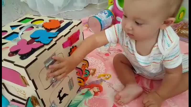 Ребенок в восторге от Супер Куба Кубик счастья