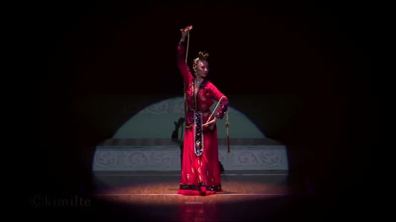 朝鮮舞踊 壁画の舞姫 조선무용 《춤추는 벽화》 2013