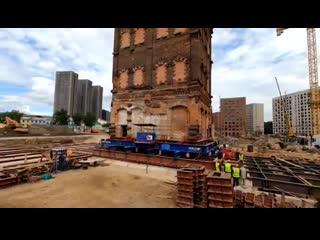 В Москве рабочие бережно передвинули историческое здание, вместо того, чтобы тупо его разрушить
