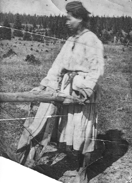 Негатив стеклянный. «Женка – тиневка».1921 г. Гавриловская волость, Сольвычегодский уезд. СИХМ. Ф 656