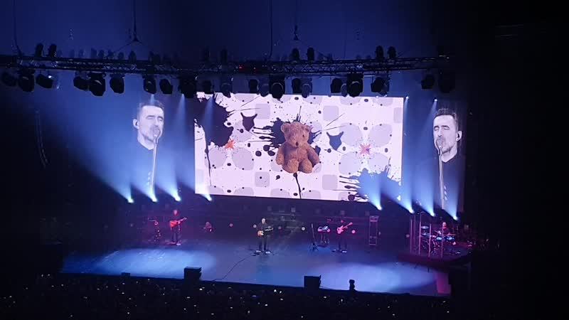 02 Ален Делон 2019-11-29 Концерт НАУ в Крокус-Холле