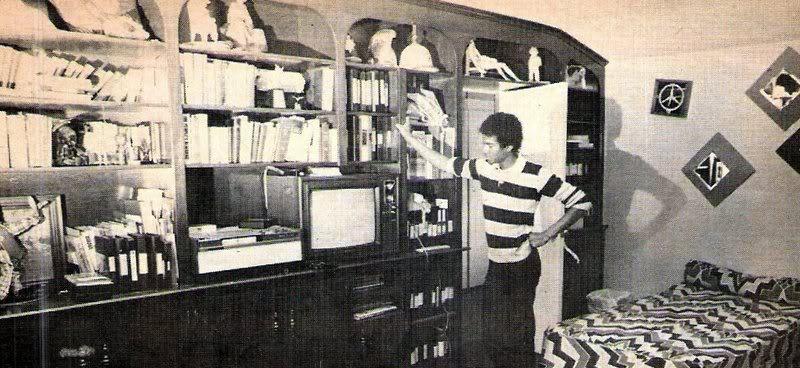Библиотека Майкла Джексона в его комнате в Энсино