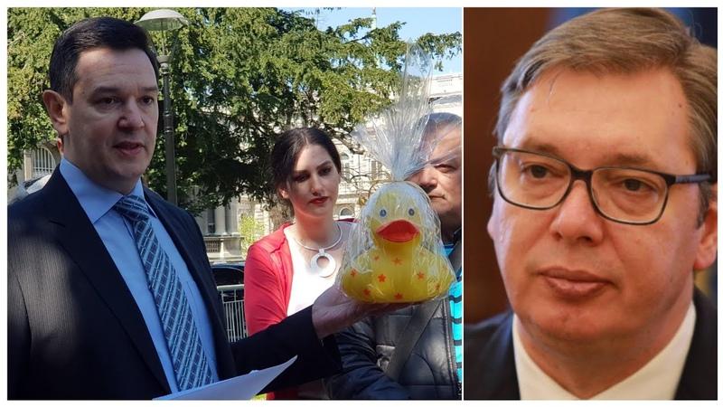 Predsedništvo Šarović doneo patku i prase Vučiću na poklon Novac od poklona daj za malog Gavrila
