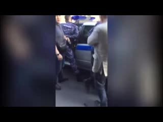 Видео задержания сотрудников Росгвардии, подбросивших наркотики 16-летнему