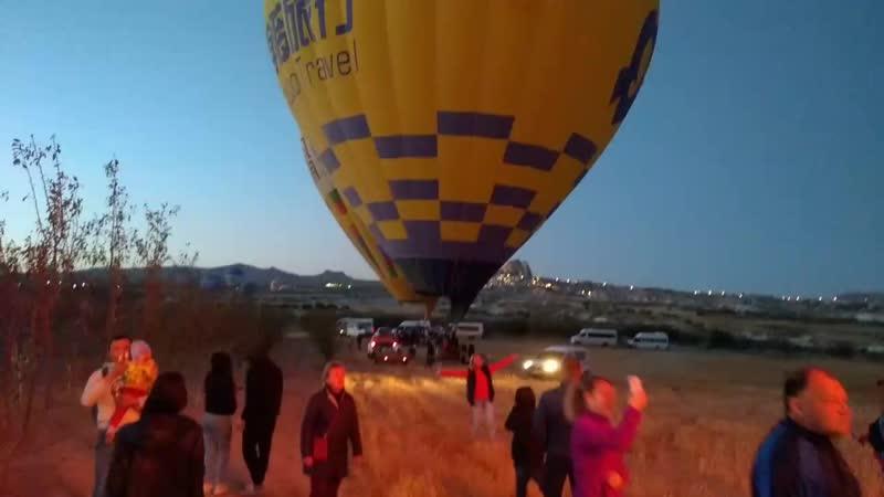 Турция Каппадокия Подготовка к полёту на воздушном шаре