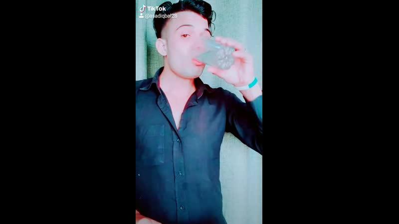 Meri_Gham_BHari_Zindagi_Ka_Chalo_Ek_Or_Saal_To_Kam_Hua_Rog_AK_Tiktok_Musically_Youtube(720p).mp4