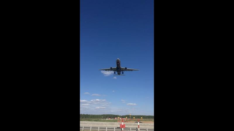 Аirbus 330-343 Landing