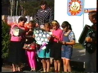 № 33. 1995 год. Торжественная линейка в честь закрытия 2-й смены.