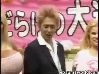 Японское телешоу, в котором участвуют женщины с огромной грудью