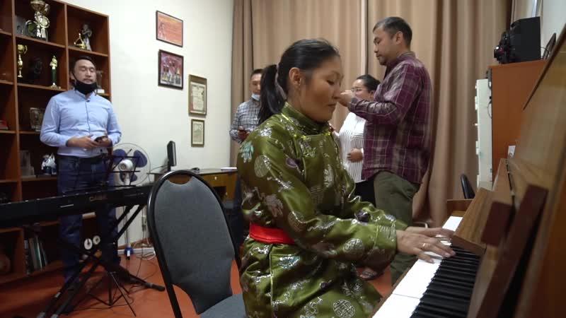 Артисты-вокалисты тувинского национального театра музыки и танца САЯНЫ