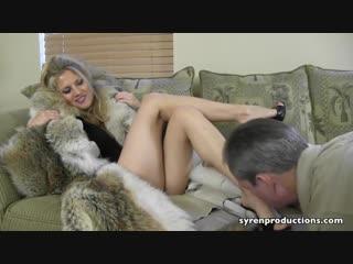 Foot worship in furs (ж.д)