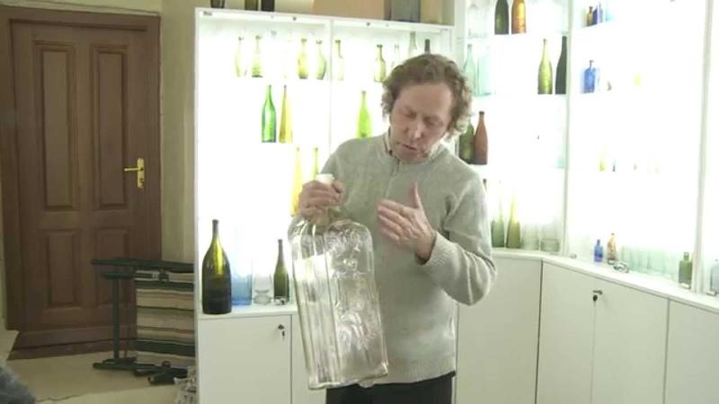 Первый в России музей стеклянных бутылок открылся в Великом Устюге