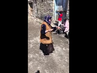 лачка бабуля поёт песню про короновирус