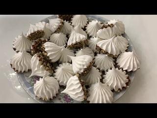 Очень НЕЖНЫЙ и ВКУСНЫЙ Десерт на Новый год! Меренга в шоколаде с орехами! Красивый торт!