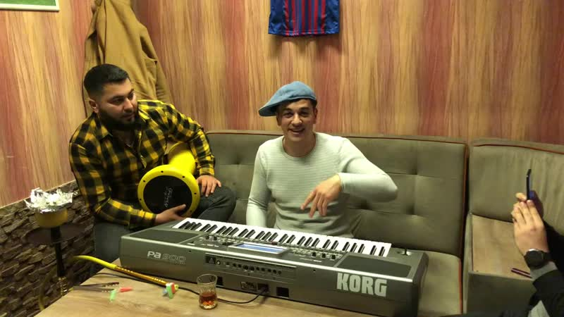 Сакит Самедов играет на синтезаторе классно