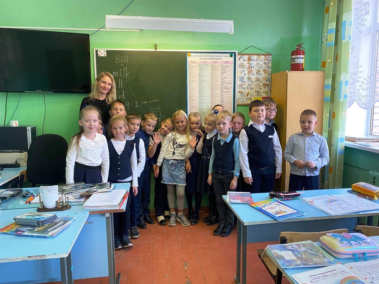 Юная американка провела несколько уроков английского с учениками кимрской гимназии №2
