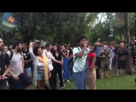 Bolsonaristas são isolados aos gritos de elenão na Universidade de Brasília