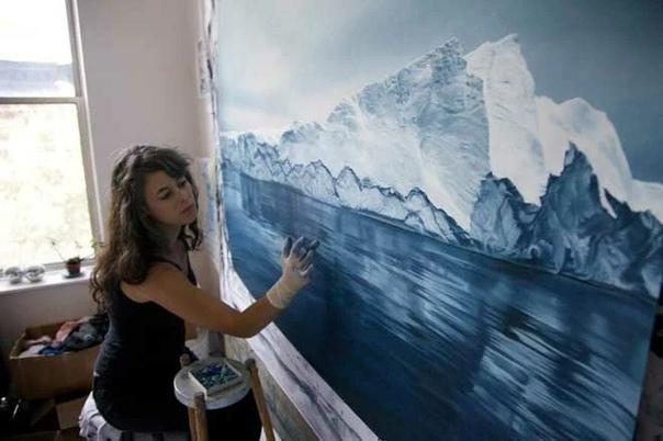 Зария Форман пишет свои картины пальцами. Страсть к искусству и вдохновение Зарии пришли в результате детских путешествий с матерью в самые отдаленные места.Зария говорит: Я верю, что искусство