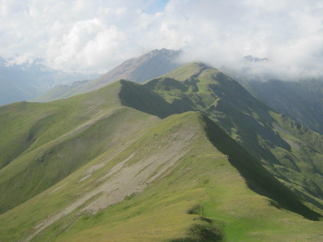 Красивые горы около трассы Владикавказ-Тбилиси