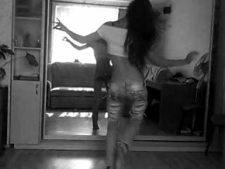 девченка красиво танцует)тоже так хочу!!!!!!!!!