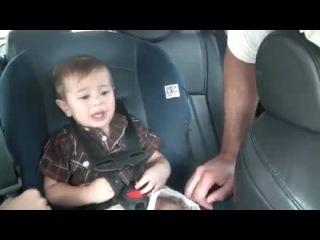 Что делать, если ребёнку не сидится спокойно в машине? ответ прост - включить Боба Марли