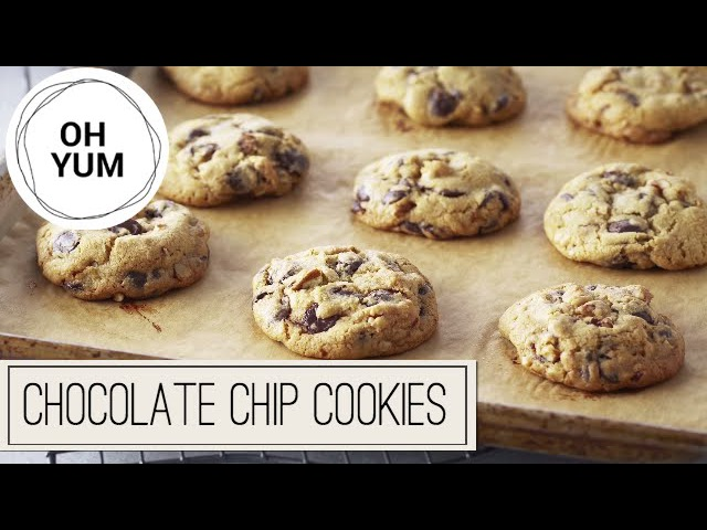 Professional Baker Teaches You How To Bake CHOCOLATE CHIP COOKIES