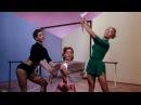 Give A Girl A Break (1953) – Give A Girl A Break. Девушки читают газеты.