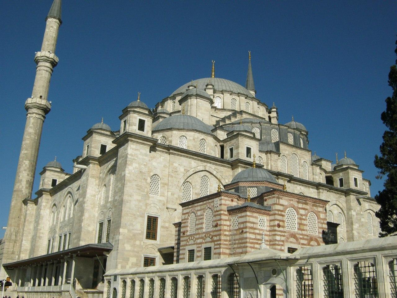 мечеть Фатих в Стамбуле и гробница Султана Мехмеда Фатиха