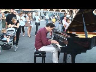 Il pianista fuori posto - Concerto di strada Padova
