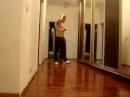 красивый парень классно танцует.flv