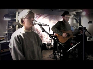Aurora Aksnes - Walking in the Air cover i P3morgen