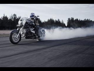 Testissä Boss Hoss -moottoripyörät (Teknari 8/2013)