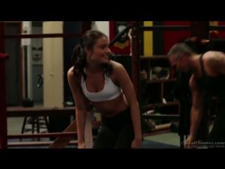 Молоденькую болельщицу Belle Knox трахает взрослый тренер
