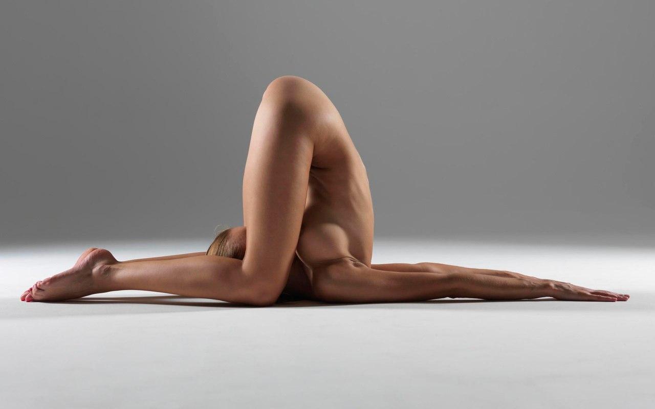 Kim kardashian, kanye west take yoga classes naked