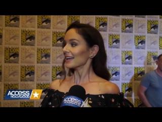 Acces Hollywood. Сара Уэйн Кэллис на Comic-Con 2016 RUS SUB