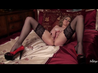 Sapphire blue in stockings fingers minge in bed (stockings, milf, bride, music, tail, stockinged,gloves)