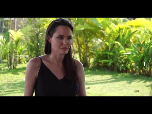 Анджелина Джоли со слезами рассказала о разводе