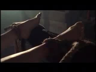 Пытка девушки на дыбе