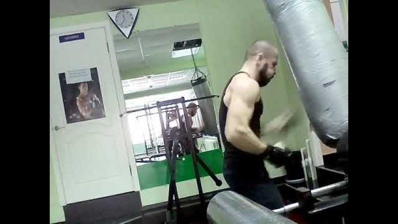 Работа с боксерским мешком.