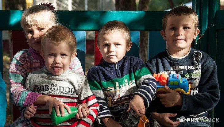 """Волонтеры """"Меркурия"""" и РИА Томск ищут семью для братьев и сестры"""