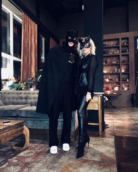 Андрюшечка Макаров: Бэтмен в деле а кошечка помогает спасать мир😘☺️