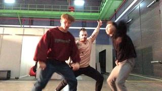 "Алексей Летучий on Instagram: ""Танцуем тиктоник с @igorrudnik и @klevakin_klevakin вернули 2007 всё норм . . . . . . . #choreography #dance #alekse..."
