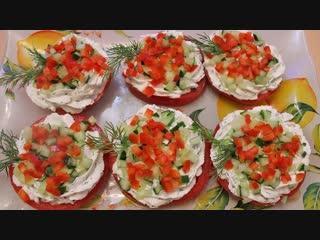 Рецепт легкой в приготовлении закуски - помидоры с сыром и чесноком.