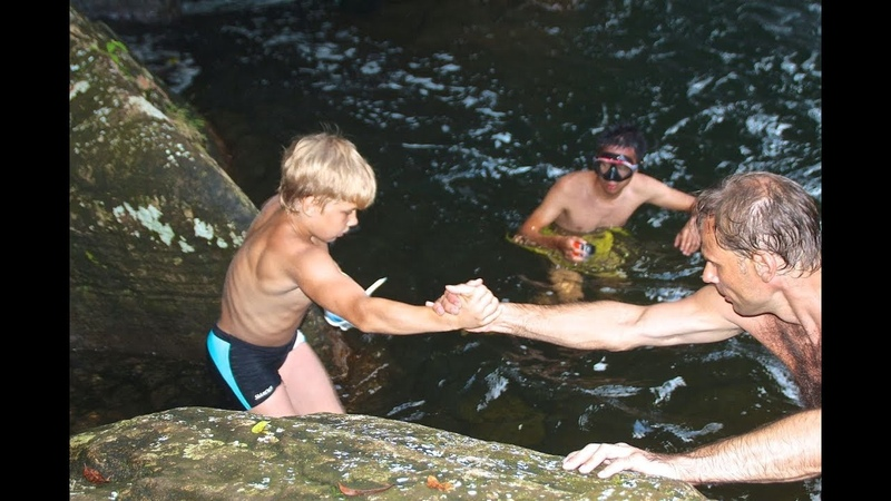 Дикая Шри Ланка Купание в озере с пираньями Wild Sri Lanka Swimming in the lake with piranhas
