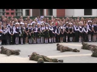 Как же эта страна мечтает о войне. И она её дождётся. На видео просто школьная линейка в Воронеже.