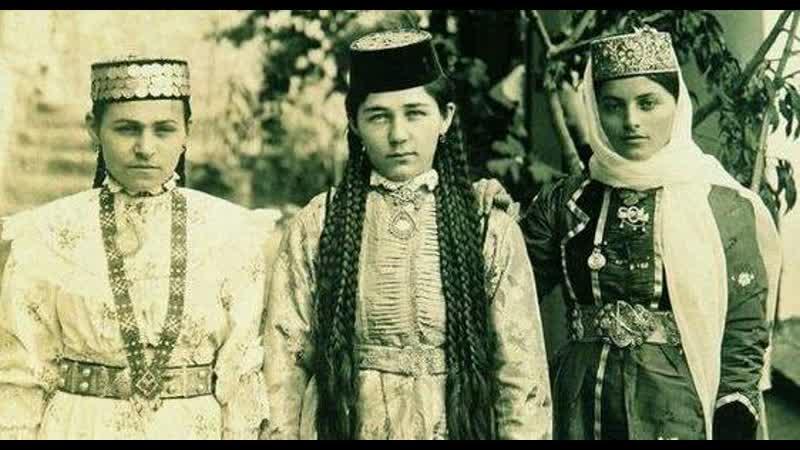 О семейном положении крымской татарки можно было судить по её одежде